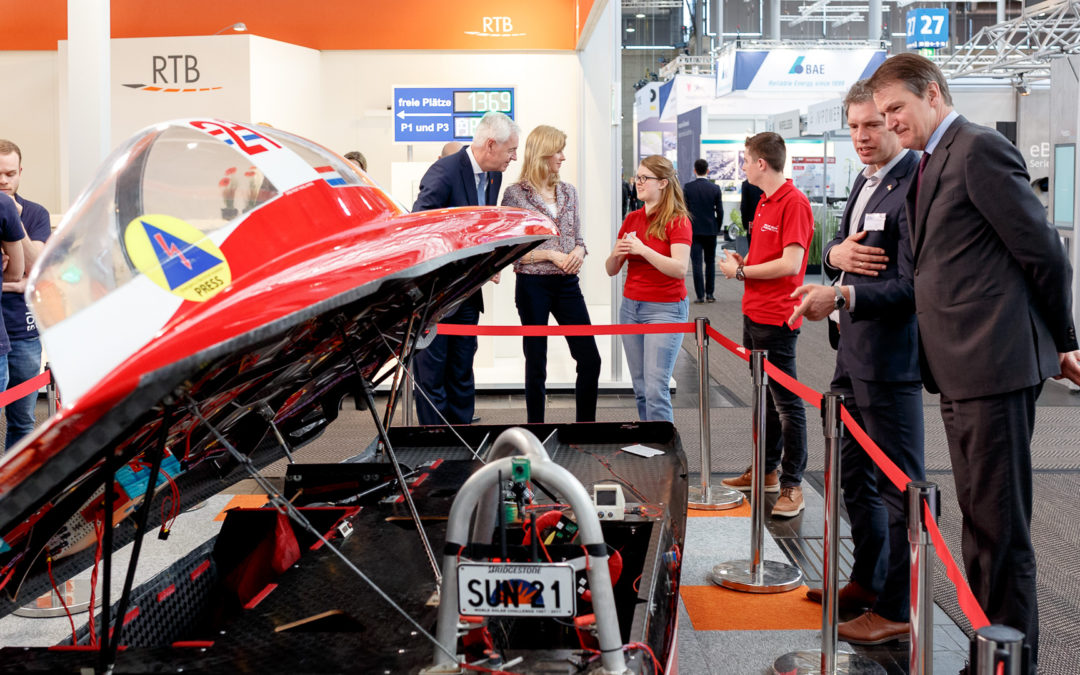 Twentse Zonneauto publiekstrekker op Hannover Messe