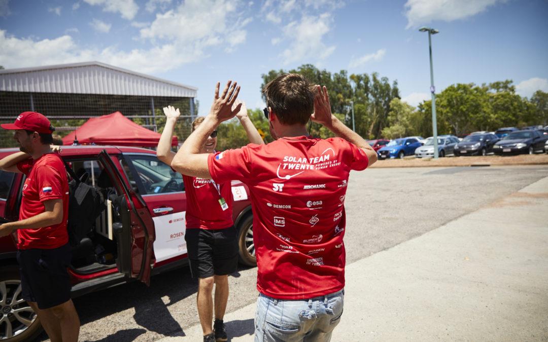 Zonneauto RED E succesvol door technische keuring