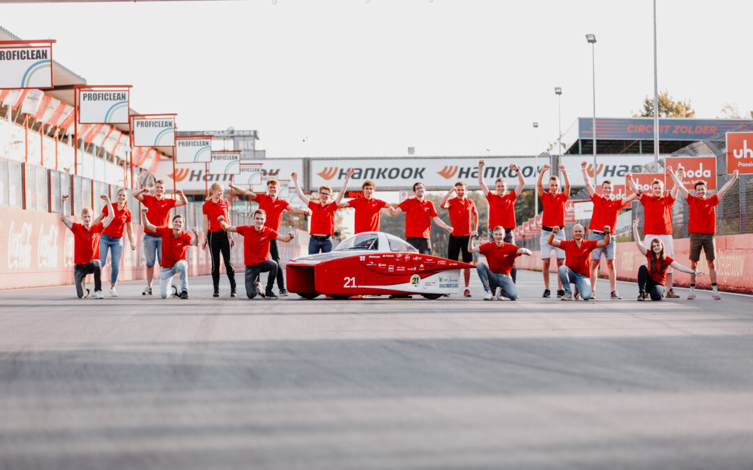 Twee podiumplaatsen voor Solar Team Twente in 24-uurs race voor zonneauto's